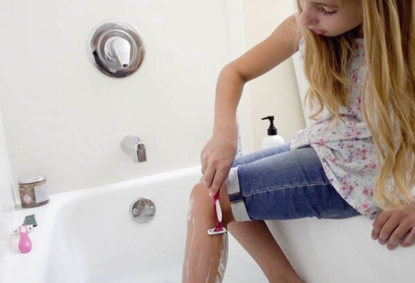 Mi hija de 6 años debe de afeitarse las piernas